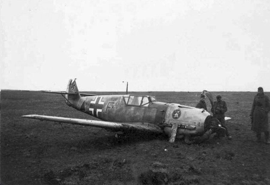 (130305155858)_1-Bf-109E-4.LG2-F-triangle-belly-landed-01.jpg