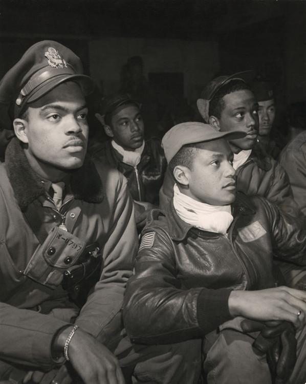 800px-Tuskegee_Airmen_332nd_Fighter_Group_pilots_ppmsca13245u.jpg