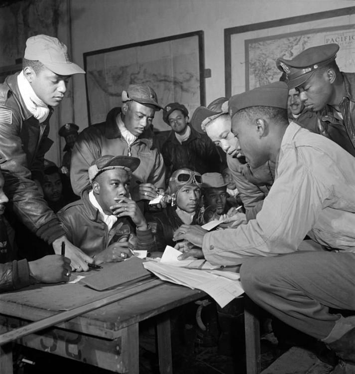 800px-Tuskegee_airmen_2.jpg