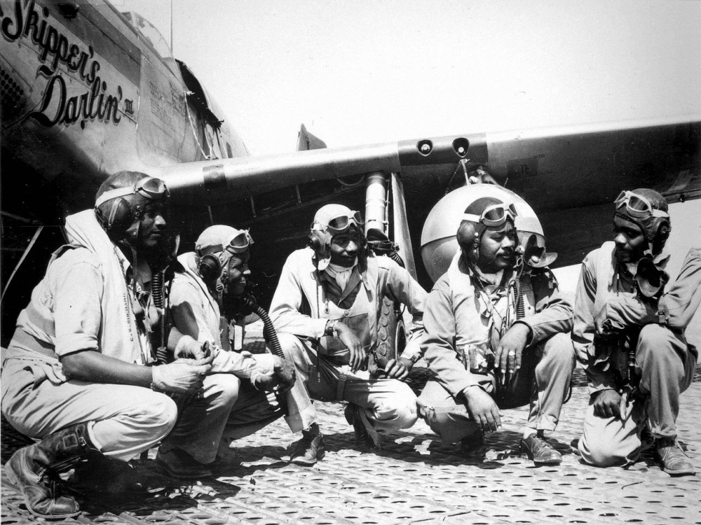 Pilots_of_the_332nd_Fighter_Group.jpg