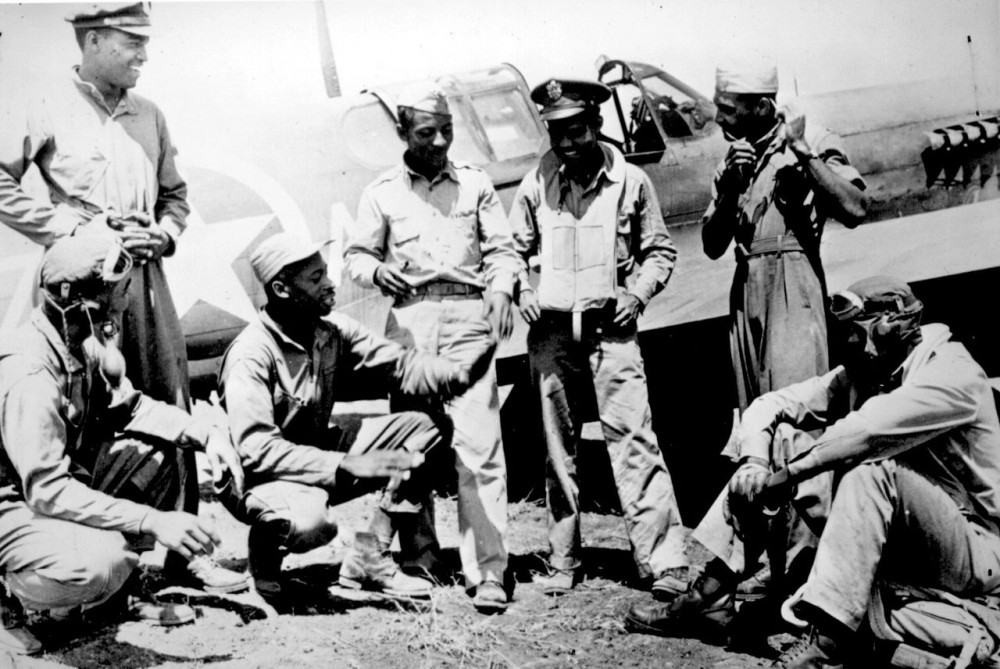 Tuskegee_airmen_(archive_photo).jpg