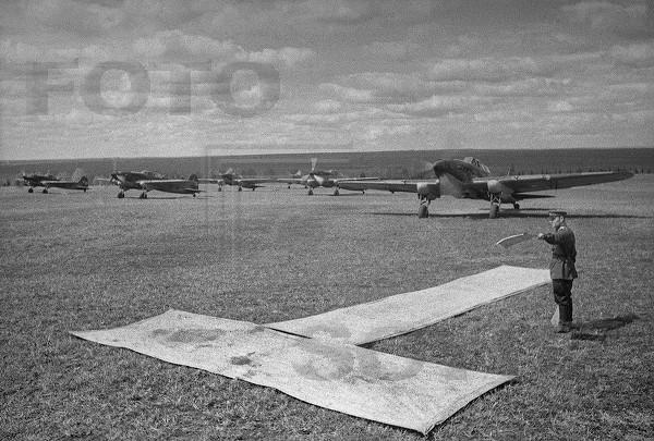 Чихаленко Н. (подполковник) выпускает группу Ил-2 на задание...jpg