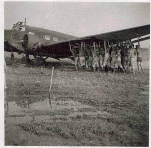cb-Юнкерс 52 на південному аеродромі Луцька .jpg