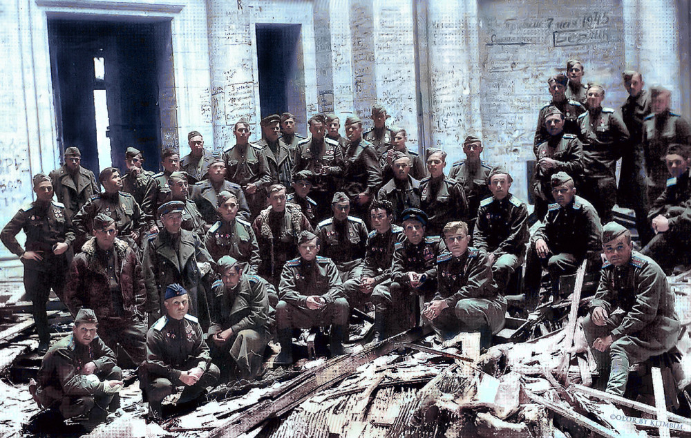 23-08-07-personnel-of-the-189-guards-brest-order-of-suvorov-assault-aviation-regiment-after-the-victory-in-the-destroyed-reichstag-may-1945wc39f.jpg